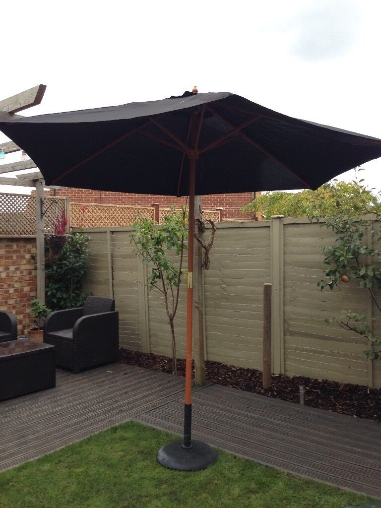Black and wooden parasol + base + cover
