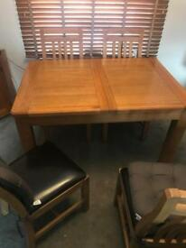Beautiful Expanding Solid Oak Table & 4 Chairs