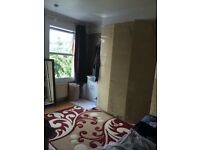 LARGE DOUBLE ROOM FOR RENT IN HOUNSLOW CENTRAL