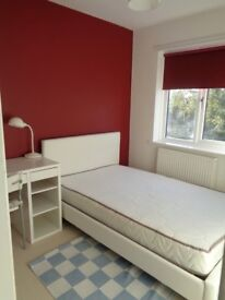 Double room in clean and quiet house. £400pcm. Bills included. Non-smoker