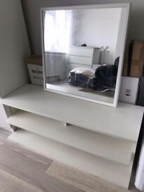 £20 TV STAND + MIRROW +TABLE