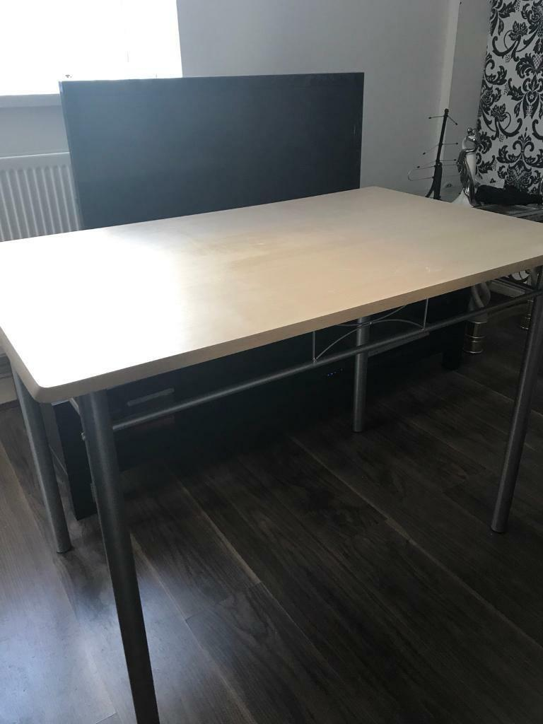 Dinning table £20