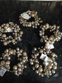 5 gold decorations £5
