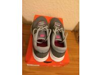 Nike Ladies Trainers (UK Size 7)