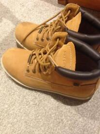 Sketchers boots size 7