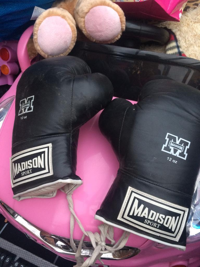 2 PAIRS OF BOXING GLOVESin Liverpool, MerseysideGumtree - 2 PAIRS OF BOXING GLOVES, GOOD CONDITION , ONLY USED FEW TIMES