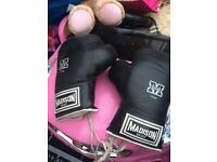 2 PAIRS OF BOXING GLOVES