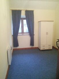 1Bed Annex flat, South Glos, Country Village location with parking.Close to M4/M5 network.