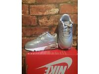 Nike Air Max 90 UK Kids Size 6.5 Brand New Trainers