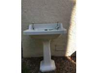 Vintage free standing sink. In excellent second hand condition.