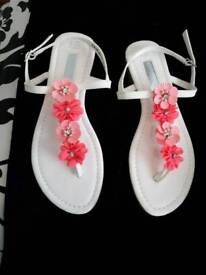 BRAND NEW SIZE 5 PAIR LADIES FLAT SANDALS WITH PINK FLOWERS ON