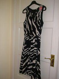Black and Cream Dress Size 10 - NEW