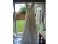 "Pre loved wedding dress, size 20/22, 5""3' - 5""5' depending on shoes"