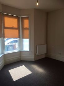 1 DOUBLE £550PCM & 1 ENSUITE ROOM £650PCM AVAILABLE TO RENT IN FOREST GATE!! 5 MINS WALK TO STATION!