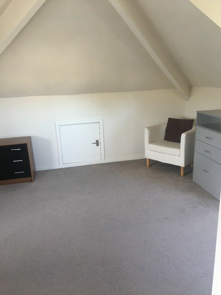 Double bedroom in family home, high lane, stockport