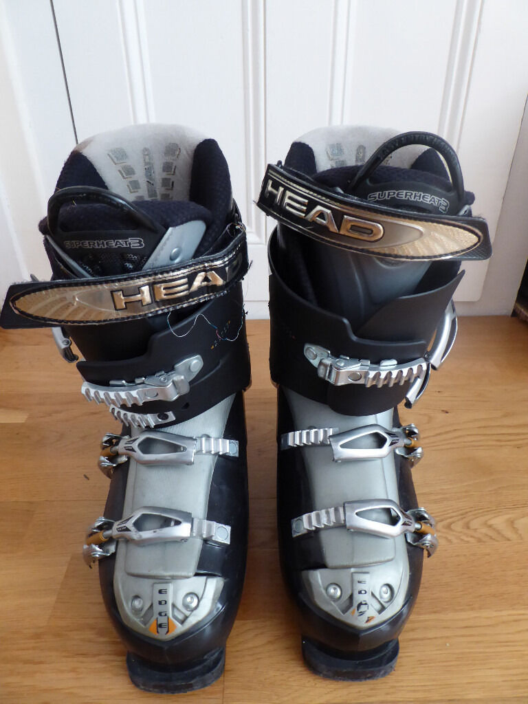 Head edge ski bootsin Brighton, East SussexGumtree - Head edge ski boots, type 10.7. Size 27 28.5 ( 8 to 9 ). Easy entry, flex adjustment 7.4 hard to 6.4 soft, micro adjustment on buckles. Black and silver in very good condition inside and out. Bargain