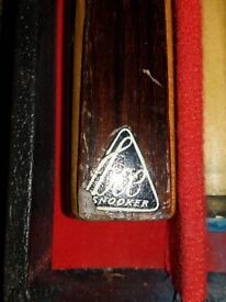 2 PIECE SNOOKER CUE IN WOODEN BOX - BCE BRAND 57 INCH 2 PIECE