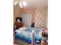 Beautiful double room for rent near Dagenham heath way station.
