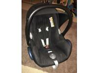 Maxicosi cabrio baby carrier / car seat in Black - can be used from birth - complete with raincover