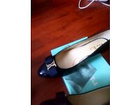 Patent Court Shoe, 2 pairs in Navy and 2 pairs in Black