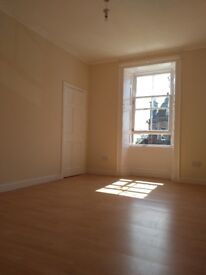 3 bedroom flat. Excellent Central location. Recently refurbished £620 per month