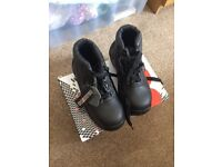 Safety boots brand new unisex size 4