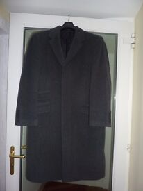 GENTS WOOL/CASHMERE LUXURIOUS OVERCOAT.