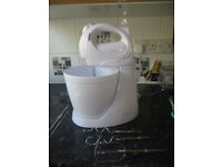 Cookworks mixer with stand and bowl, great for baking