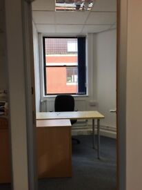 Desk to rent £180 / month 5 mins from Cabot Circus