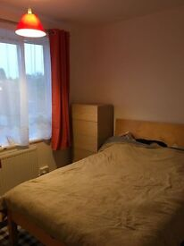 Bright Double bedroom EXCELLENT location