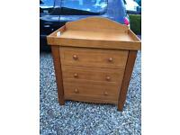 Winnie the Pooh 'toys 'R' us' nursery chest of drawer / baby changing table