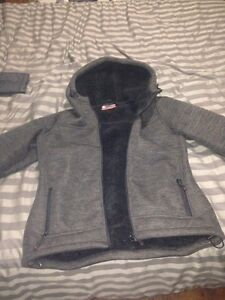 Bench sweater and 2 jackets( bench misty mountain)