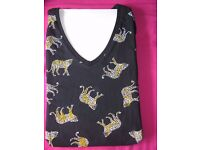 Fashion Womens Italian Casual Leaopard Print size 8 V neck t-shirt Special Edition Discounted size 8