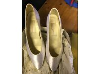 White shoes size 5 1/2. From Saxone worn once