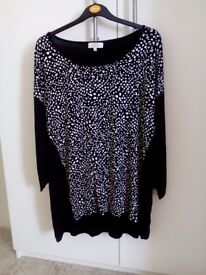 Nice patterned top. Size 20. £6.