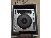 Pioneer CDJ 800 MK2 turntable & flight case