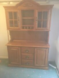 Dresser with draws and shelves