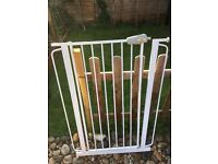 Tall baby/pet gate white