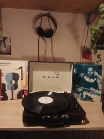 Turntable with 2 vinyls