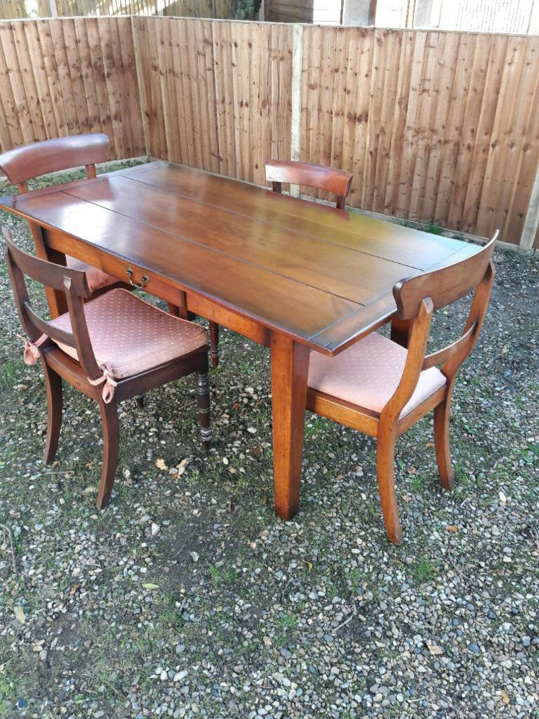 Table plus 4 chairs