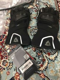 ** Brand New ** Rev'it Revit SIRIUS H20 Gloves Size Medium Black Colour Moped Motorcycle Gloves
