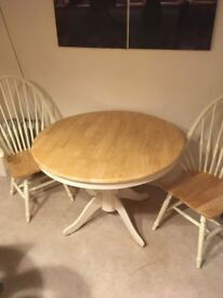 Circular pedastal dining table with 4 windsor style chairs