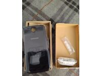 **Samsung Galaxy S4 - Back Cover NEW & Ear Phones NEW**