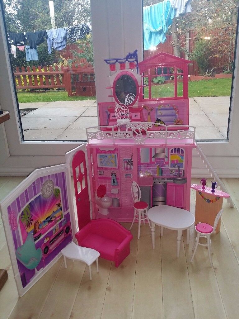Barbie Glam Vacation House. collect only £15