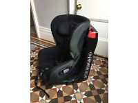 Maxicosi Axiss child swivel car seat. 90° swivelling toddler car seat. Two, one black, one red.