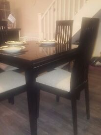 Dining table & chairs (good as new)