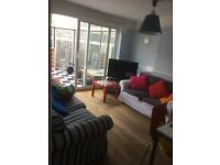 Stunning Large Single room available to rent at North Circular Road ( Singles only ) - £ 440 / Month