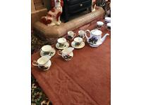 Over 100 pieces of 'Hunting Scene' Sheriden staffordshire