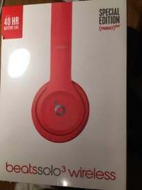Beats solo 3 wireless headphone-Red (unopened)