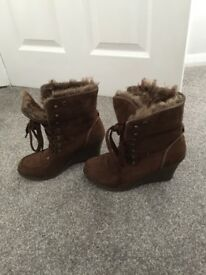 Shoes brown with fur